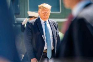 SECRET SERVICE INTERCEPTS PACKAGE ADDRESSED TO PRESIDENT TRUMP CONTAINING DEADLY RICIN POISON